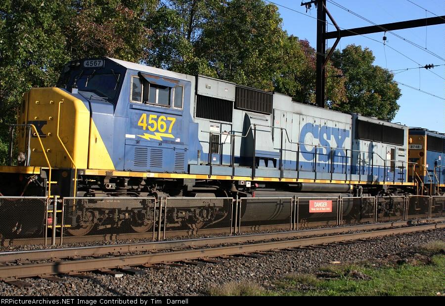 CSX 4567 on Q300